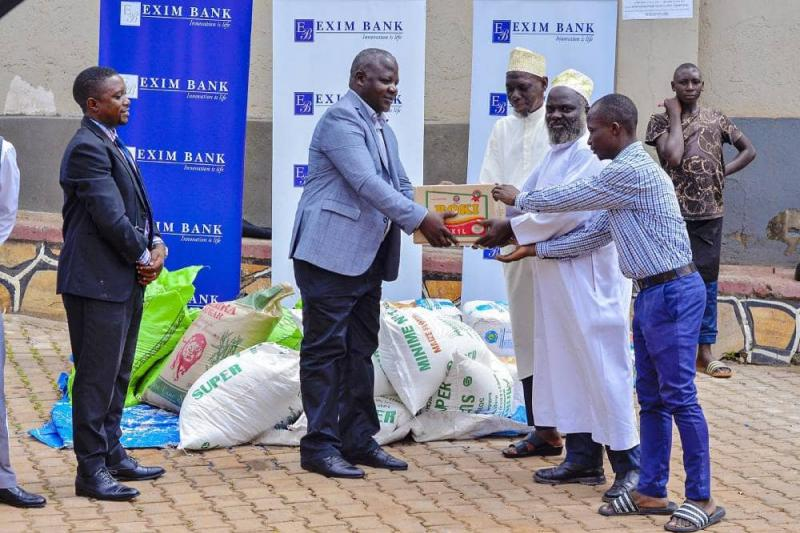 Handing over Iftar items to Kawempe mosque as part of #iftarInStyle