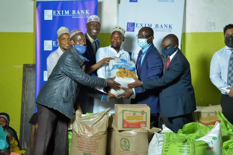 Our CEO, Mr Henry Lugemya Kyanjo hands over items as our #IftarInStyle team meets to share with Makerere Mosque Muslims.